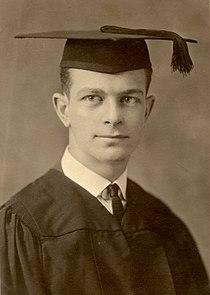 LinusPaulingGraduation1922.jpg