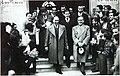 Lluís Casals i Garcia (amb bigoti, al centre de la imatge, entre el president Lluís Companys i el regidor Salvador Sarrà), director de l'Institut Escola M. B. Cossio. Sabadell, 1937 (Arxiu Històric de Sabadell).jpg