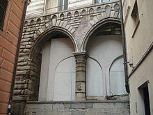 Le arcate della loggia degli abati