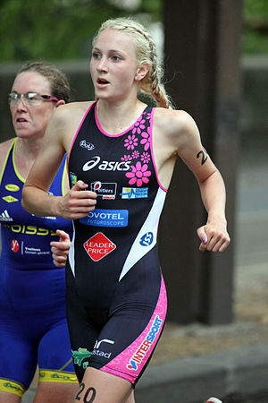 Lois Rosindale - Lois Rosindale surpassing Jessica Harrison at the Club Championship triathlon in Paris, 2011.