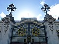 London - Buckingham Palace - average entrance - panoramio.jpg