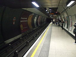 London Bridge tube stn northbound Northern look south