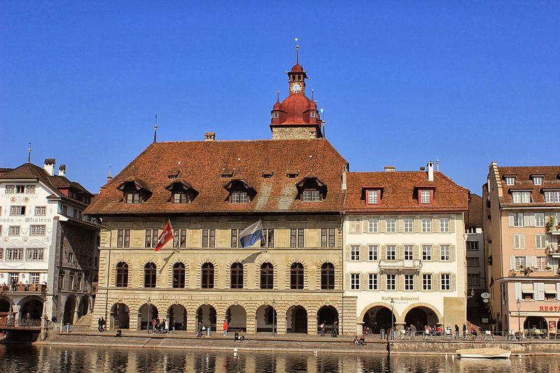 File:Luzern Rathaus 2.JPG