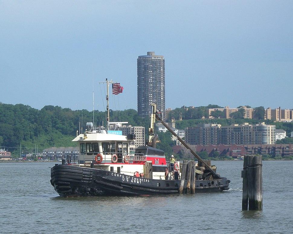 MV Gelberman USACE Hudson with debris jeh