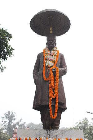 Faculty of Ayurveda, Banaras Hindu University - Statue of Mahamana Pandit Madan Mohan Malviya