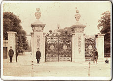 Main Gate, Kew Gardens, late 1800s (4020694684).jpg