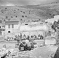 Majd al-Krum. Pleintje met kinderen en zittende mannen, Bestanddeelnr 255-0114.jpg