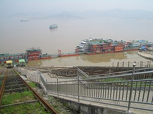 Zigui County - Funiculars take passengers down to the boats at the Maoping Town dock