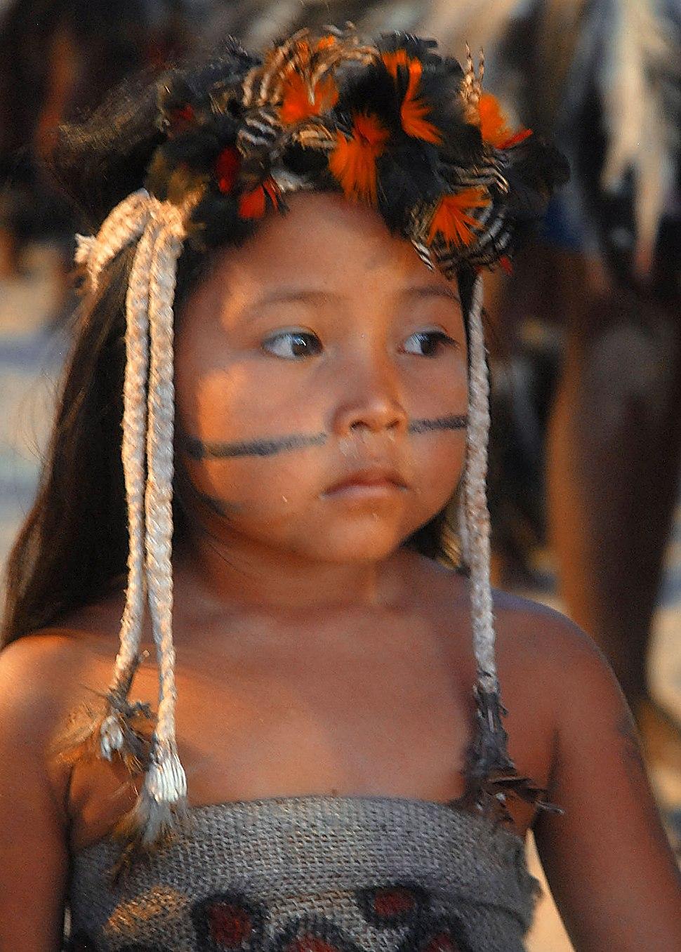 Menina da etnia Terena