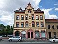 Mietshaus mit Läden, in geschlossener Bebauung konzipiert Bahnhofstraße 38a.jpg