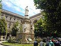 Milano Statua di Leonardo, Piazza della Scala (02).jpg