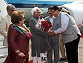 Mohd. Hamid Ansari and Smt. Salma Ansari being received by the Governor of Maharashtra, Shri C. Vidyasagar Rao and the Chief Minister of Maharashtra, Shri Devendra Fadnavis on their arrival, at Mumbai airport.jpg