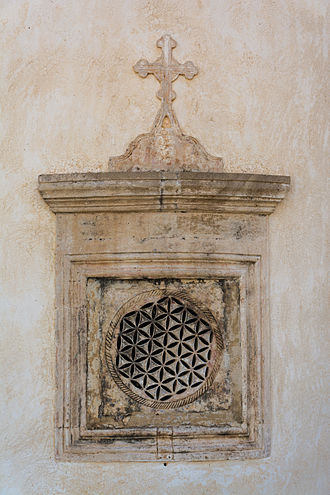 Overlapping circles grid - Image: Moni Preveli Church Apsis Window South