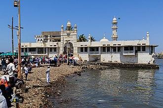Haji Ali Dargah - Image: Mumbai 03 2016 12 Haji Ali Dargah