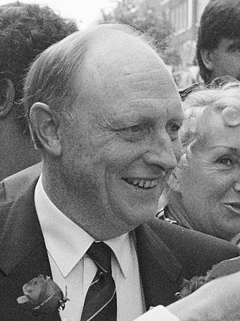 Neil Kinnock: leader of the party in opposition, 1983-1992 Neil Kinnock (1989).jpg