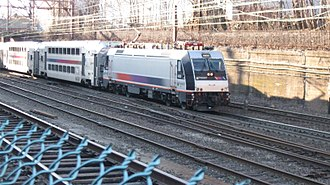ALP-46 - NJT ALP-46 4600 in Summit, New Jersey.