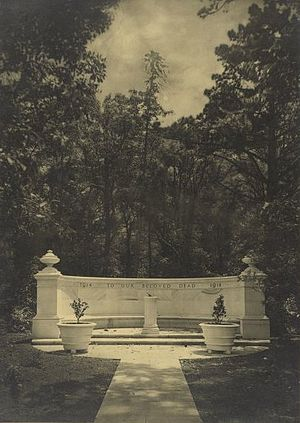 Harold Cazneaux - Harold Cazneaux photograph of Newington College War Memorial designed by William Hardy Wilson.