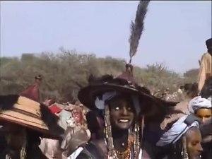 File:Niger Foudouk Geerewol der Wodaabe Sept. 05-SD (extrait).webm