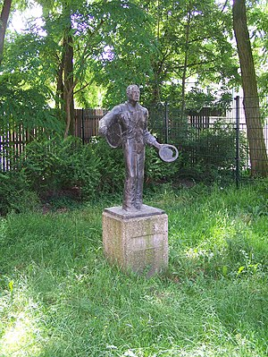 """Wim Sonneveld - Statue of the fictional character """"Nikkelen Nelis"""", a street singer character invented by Wim Sonneveld"""