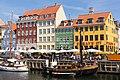 Nyhavn 9,11,13,15 and 17 with boats, København.jpg