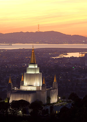 English: The of . Français : Temple mormon d'O...