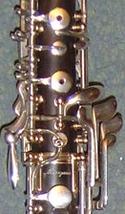 Llaves de un oboe realizadas en alpaca y bañadas en plata.