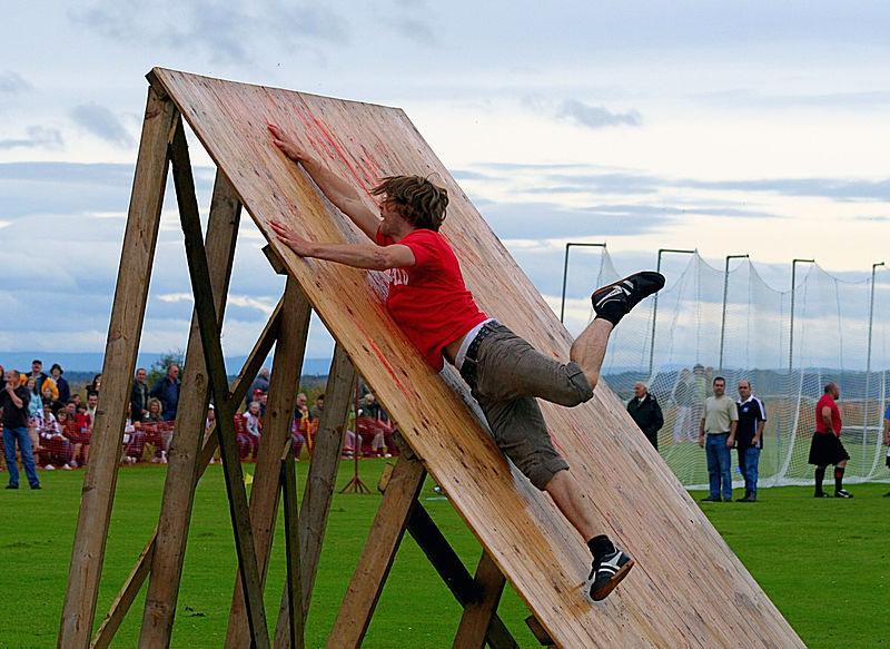By John Haslam from Dornoch, Scotland (Obstacle Race - Dornoch Highhland Gathering 2007) [CC-BY-2.0 (http://creativecommons.org/licenses/by/2.0) or CC-BY-2.0 (http://creativecommons.org/licenses/by/2.0)], via Wikimedia Commons