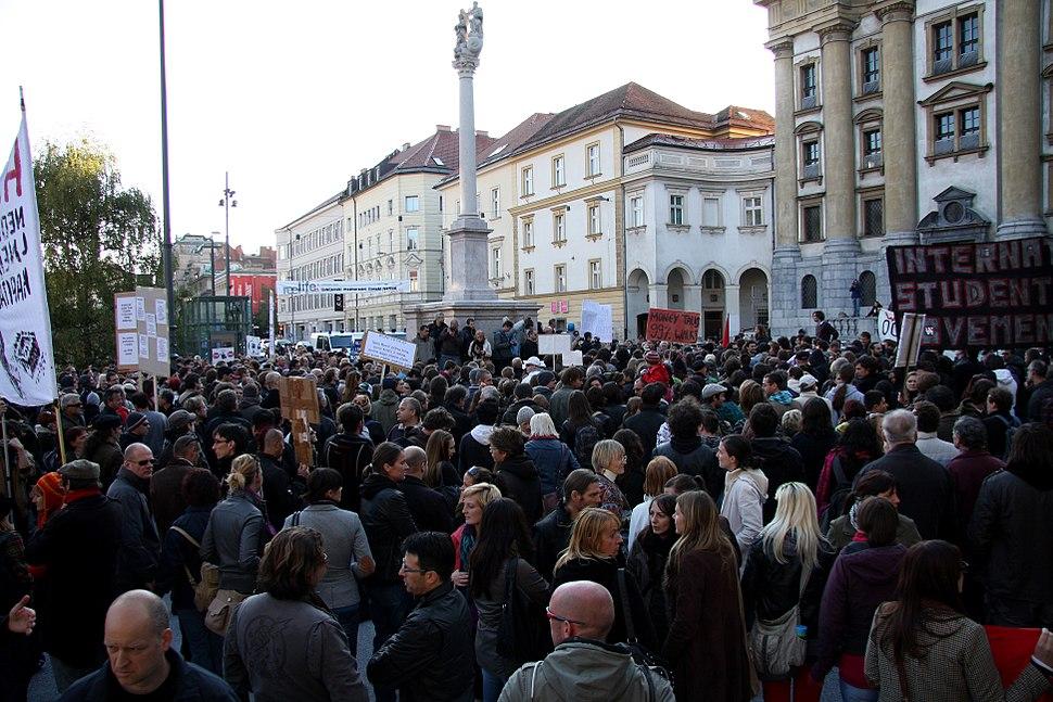 Occupy Ljubljana crowd 1