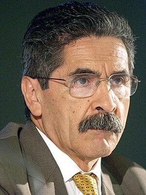 Olívio Dutra - Image: Olivio Dutra em setembro de 2004