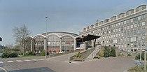 Overzicht gedeelte voorgevel en publieksgebouw met ingangspartij - 's-Gravenhage - 20357856 - RCE.jpg