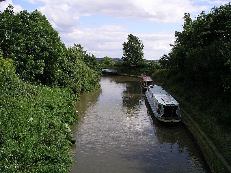 File:Oxford Canal -eastward from Ansty bridge 19j08.jpg