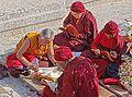 Pèlerins (Stupa de Bodhnath, Népal) (8631611288).jpg