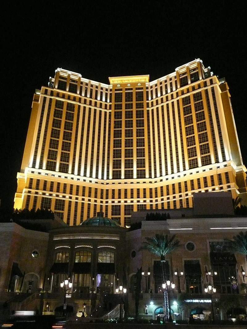 Palazzo-at-night.JPG