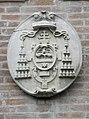 Palazzo Perolari-Malmignati, retro, stemma cardinalizio 1 (Lendinara).jpg
