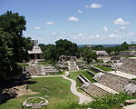 Palenque - Las Cruces - Templo del Cruz (g.), Templo del Cruz (d.), Palacio (fond).JPG