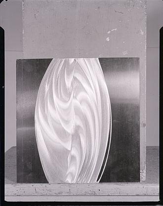Getulio Alviani - Getulio Alviani, Aluminium panels. Photo by Paolo Monti, 1963 (Fondo Paolo Monti, BEIC)