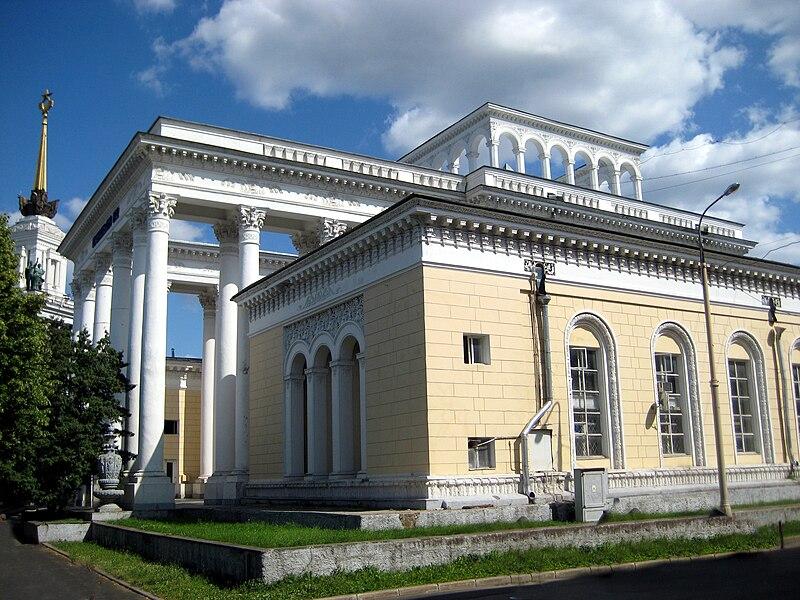 Nueva Moscu de Stalin ,arquitectura Sovietica - Página 2 800px-Pavillion_No2_VDNKh_02