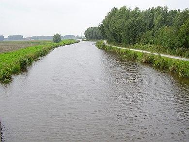 390px-Pekel_Aa_vanaf_de_fietsbrug_bij_Zuiderwuppen_stroomopwaarts.JPG