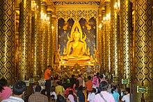 estátua dourada de Buda em Wat Phra Si Rattana Mahathat, Tailândia