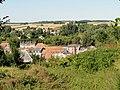 Picquigny (80), vue vers l'est depuis le calvaire du chemin de Fourdrinoy, bâtiment voyageurs de la gare SNCF.jpg