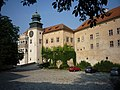 Pieskowa Skała - Zamek wybudowany w XIV w. za Kazimierza Wielkiego. - panoramio.jpg