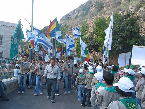 Israeli Druze Scouts march to Jethro's tomb. Today, thousands of Israeli Druze belong to 'Druze Zionist' movements. PikiWiki Israel 1337 Druze scouts at jethro holy place TSvpym drvzym bqbr ytrv.jpg