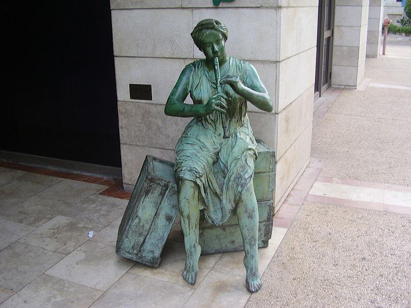 פסל החלילנית ברמת גן