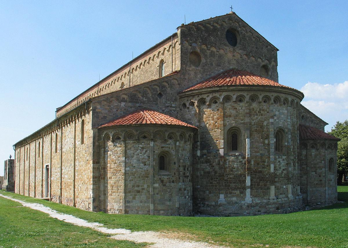 Basilica di San Pietro Apostolo - Wikipedia