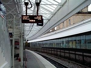 Halifax railway station (West Yorkshire) - Leeds Bound Platform