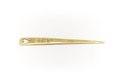 Platt, triangelformad nål av guld med hjärtformigt hål vid den konturerade basen - Skoklosters slott - 92257.tif