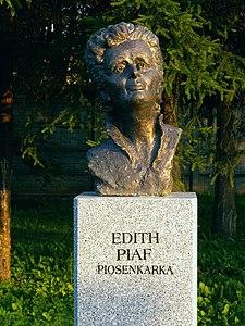 Edith Piaf, busto en Kielce (Polonia)