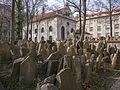 Prag jüdischer Friedhof und Klaus-Synagoge.JPG