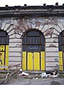 Praha hlavní nádraží, Fantova budova, okno u Wilsonovy ulice.jpg