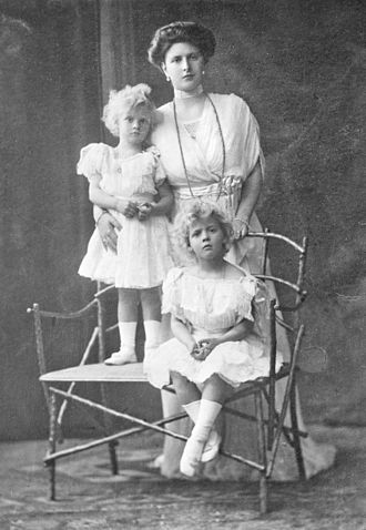 Princess Margarita of Greece and Denmark - Princess Margarita with her mother Princess Alice and sister Princess Theodora, c. 1912.